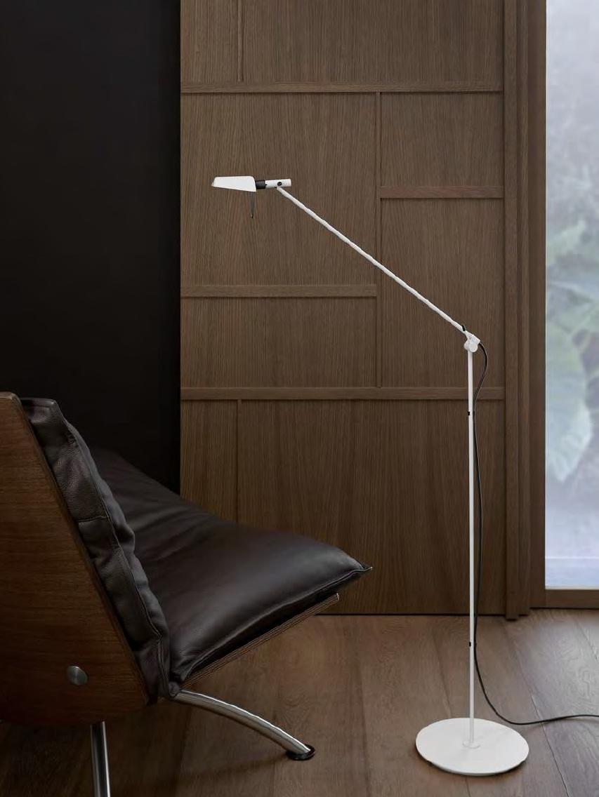 Tema lámpara de Pie LED 6,5w 3000K plomo metalizado