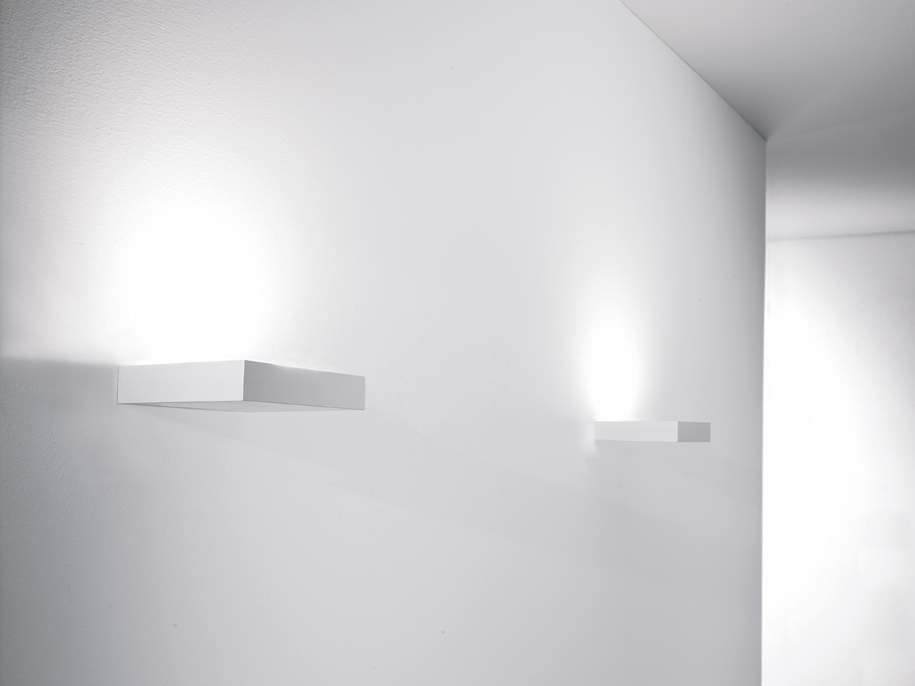 Moo w Wall Lamps white