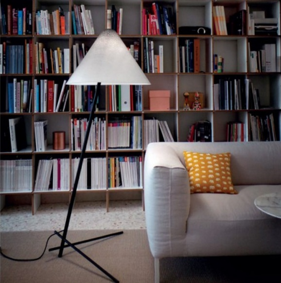 Konica Lámpara de Pie roble - Estructura negra pantalla blanca