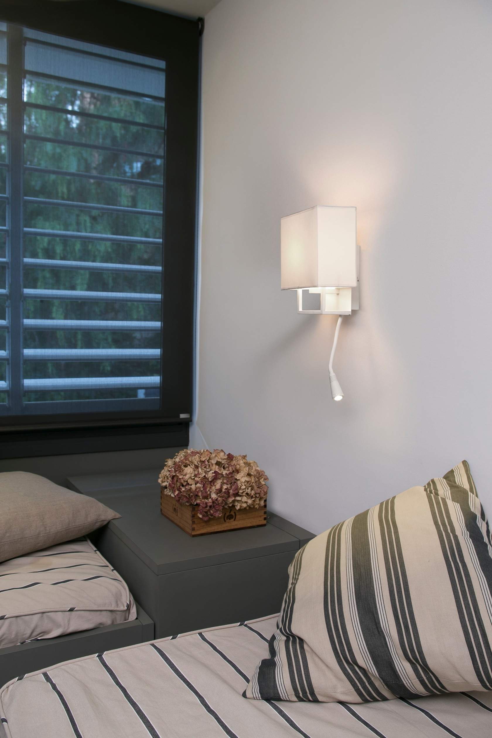 Vesper Wall Lamp white with Lector LED E14 20w