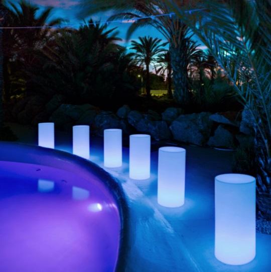 Tuby 38 cube iluminado solar LED RGB 35x38cm