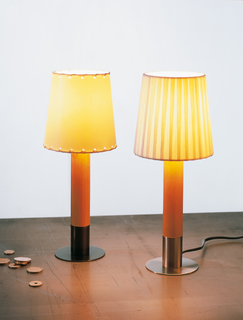 Basica minima Table Lamp Nickel lampshade Cinta en Crude