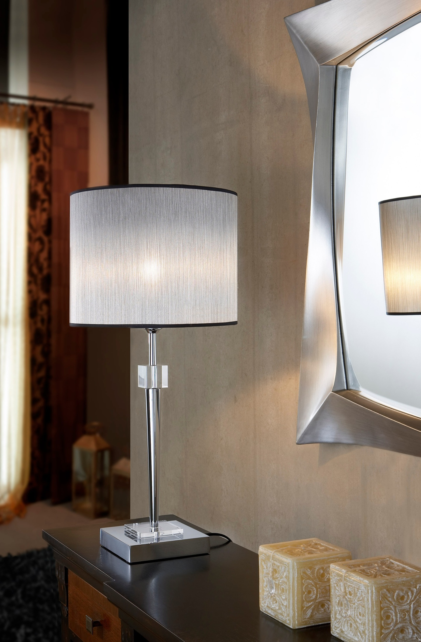 Cloe Table Lamp 1L Chrome/methacrylate + lampshade Silver Ignífuga