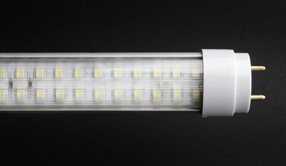 SERIE TG LED Tubo Cuerpo Aluminio, óptica policarbonato Transparente G13 140x 9W