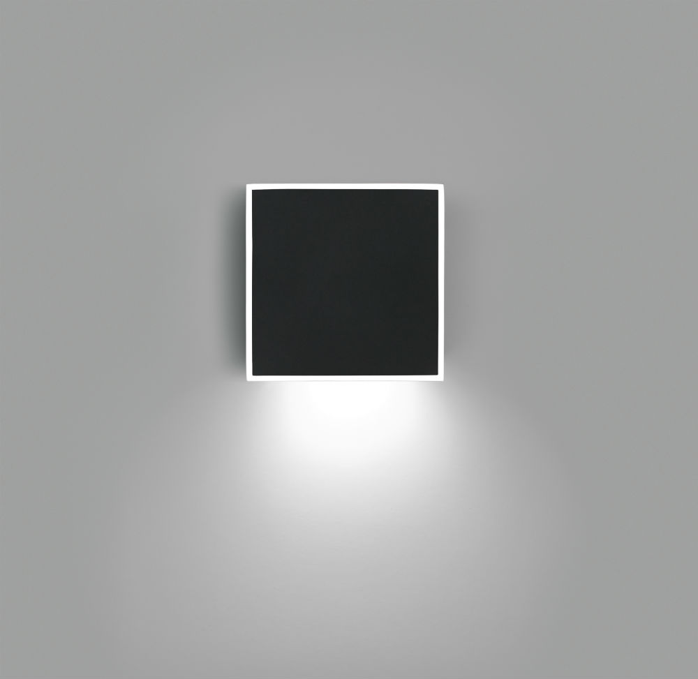 Alpha Wall Lamp Square - Lacquered black matt and Chrome