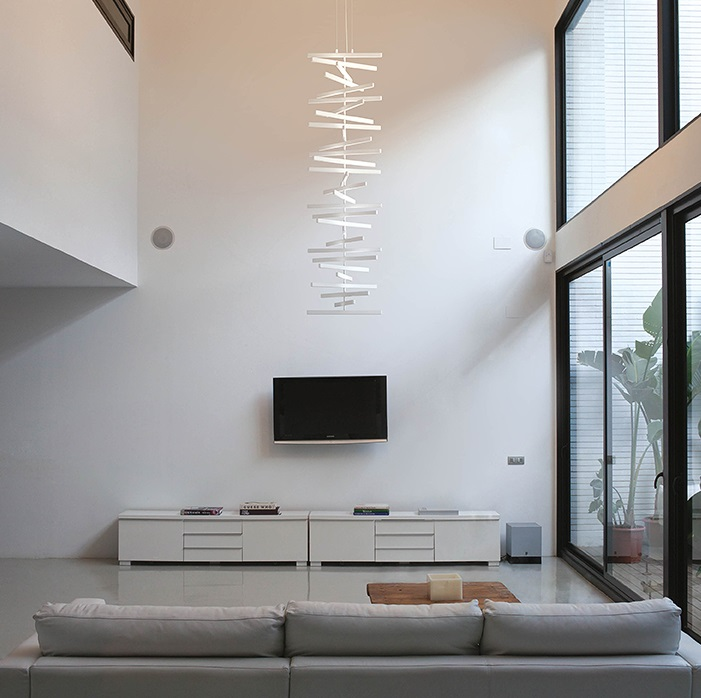 Rhythm Pendant Lamp vertical Uplighting 30 Stickers Mezclados - Lacquered white Roto Mate
