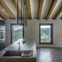 Zest Architecture adapta la masía catalana Villa CP al siglo XXI.