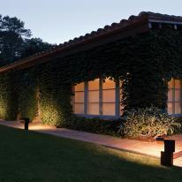 Vibia: lámparas de pie y sobremesa para exterior