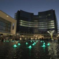ARTEMIDE ilumina con SOLAR TREE Plaza Gae Aulenti en Milán