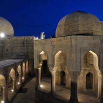 iGuzzini ilumina el Palacio de Shirvanshahs, patrimonio de la humanidad
