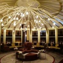 Espectacular lámpara de Leds-C4 en el restaurante Gordon Ramsay Doha