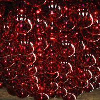 Un racimo de uvas de cristal rojo en Château la Dominique