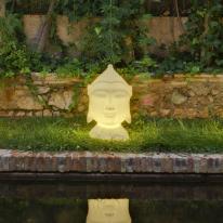 Goa, una cabeza de Buda para iluminar exteriores e interiores