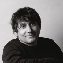 Arturo Álvarez: Reportaje en la revista darc Magazine