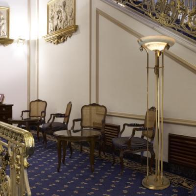 Imagen 1 de Emporium lámpara de Pie Oro/Patine rojizo Alabastro blanco