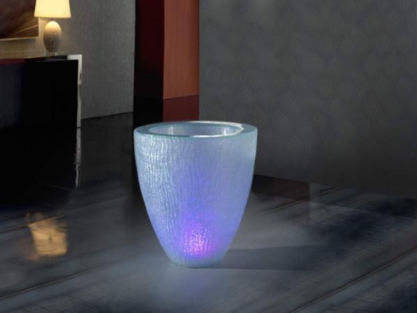 Imagen 1 de Astrid 61 Macetero con luz LED poliresina