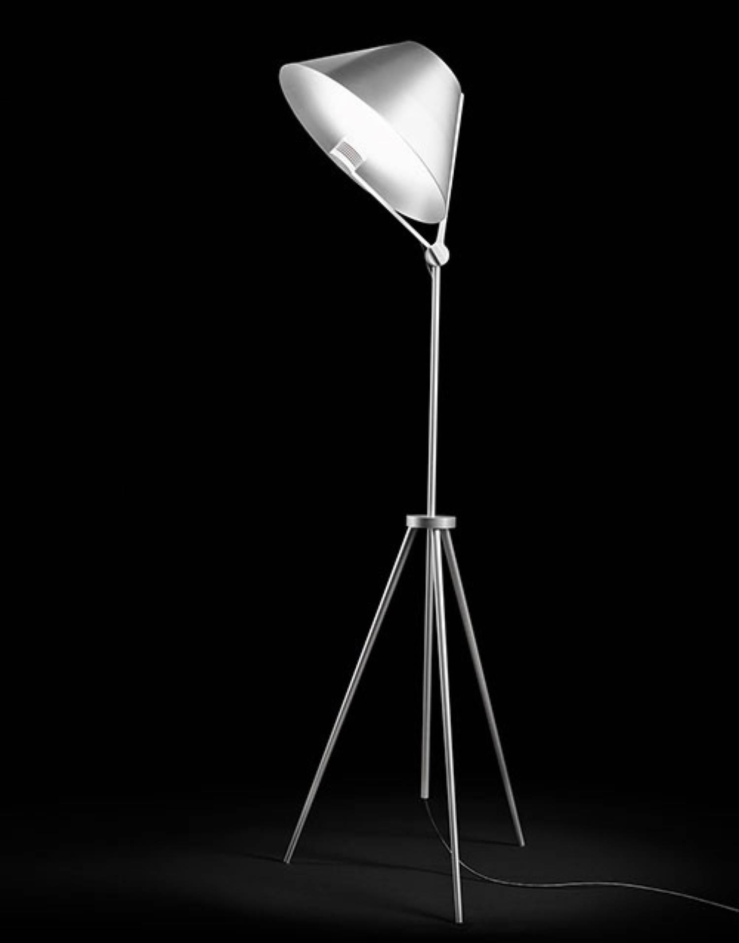 antonangeli cinema l mpara de lampadaire cinf02bibi. Black Bedroom Furniture Sets. Home Design Ideas