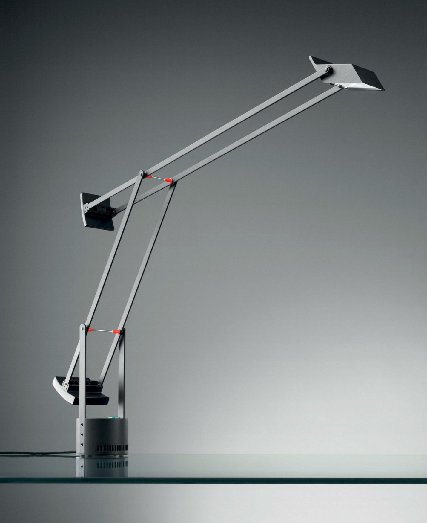 Artemide tizio led lampade di lampada da tavolo a009210 for Led lampade