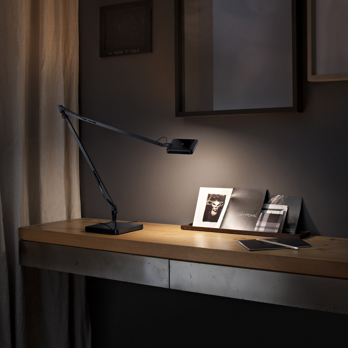 flos kelvin led lampe schreibtischleuchte mit f3328030 l mparas de dise o. Black Bedroom Furniture Sets. Home Design Ideas