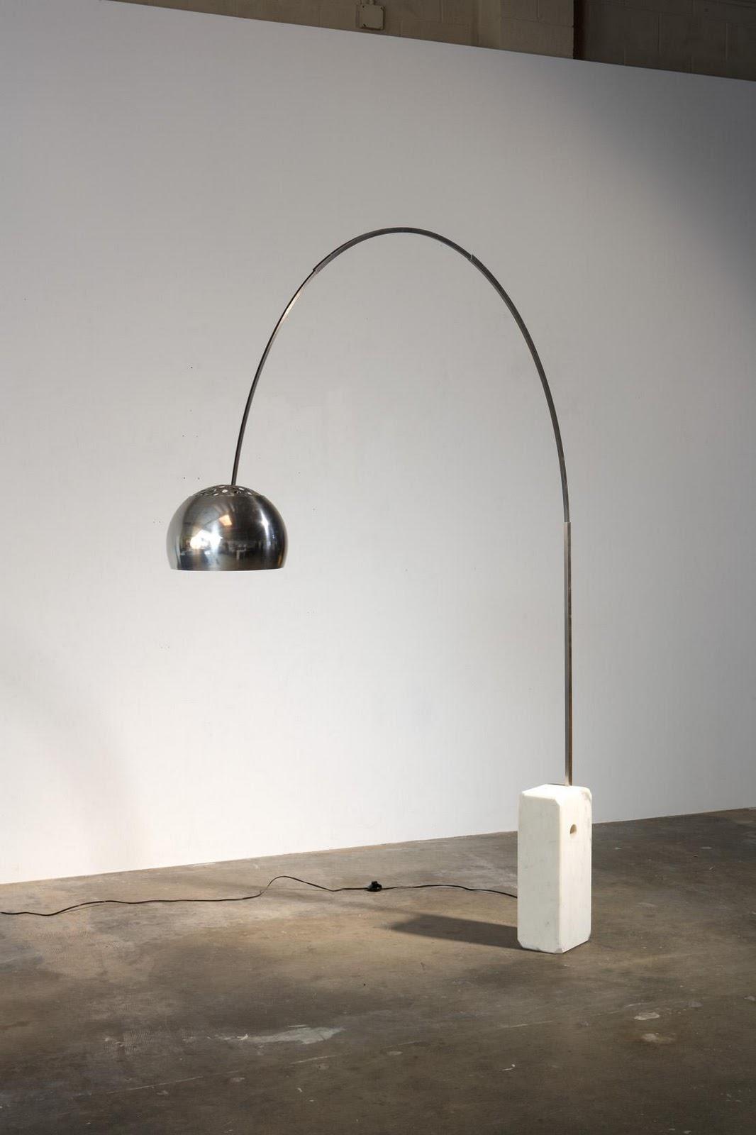 Flos arco l mpara di lampada da terra led 8w f0300000 for Lampada arco