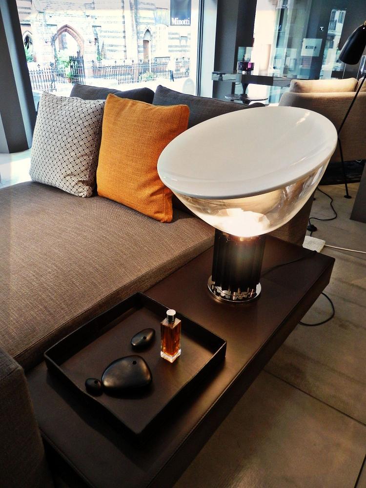 flos taccia anodized table lamp f6600004 l mparas de dise o. Black Bedroom Furniture Sets. Home Design Ideas